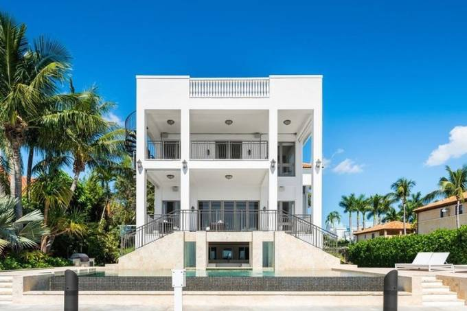 Lebron-James-Florida-House-for-Sale-at-3590-Crystal-View-Court-Miami110-1020×540