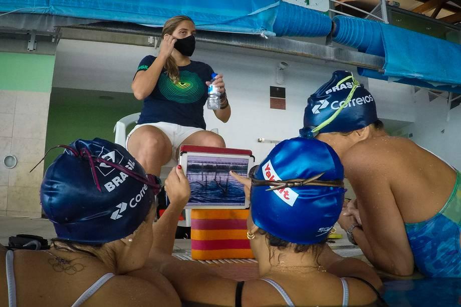 Treino de nado artístico com as atletas Luisa Borges, Laura Micucci e Maria Bruno, em Sangalhos