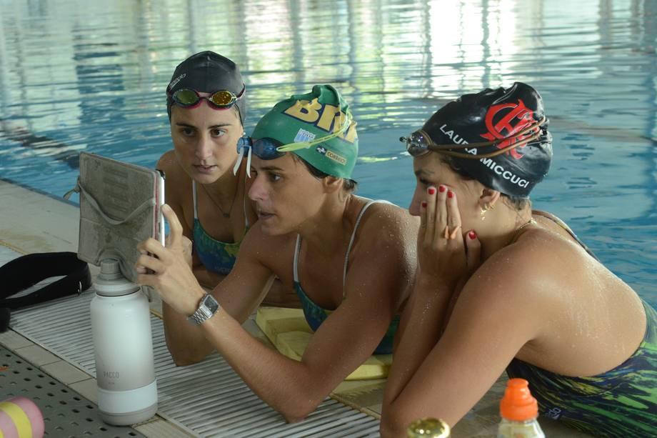 Equipe de nado artístico durante treinos, em Sangalhos