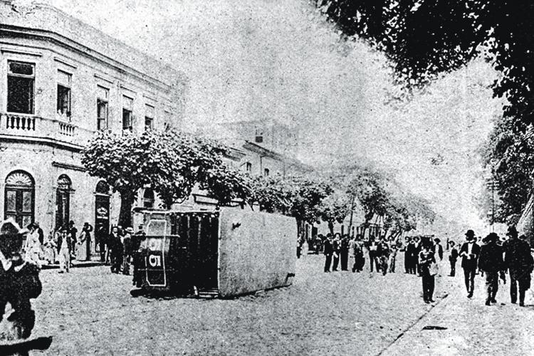 A Revolta da Vacina, de 1904, no Rio: o povo foi às ruas incomodado a rigor com a remoção de casas durante uma campanha de limpeza.