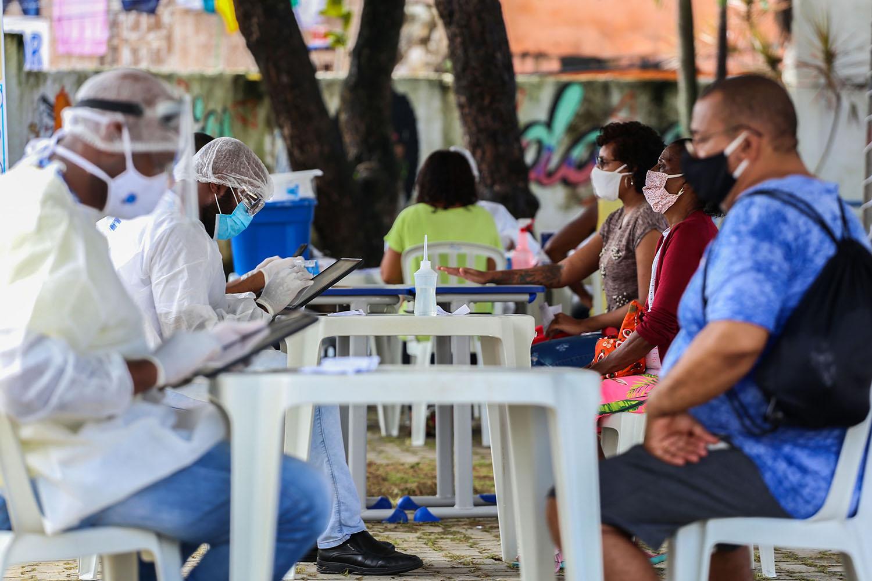 Covid-19: Brasil mantém a curva de mortes estável há dois meses