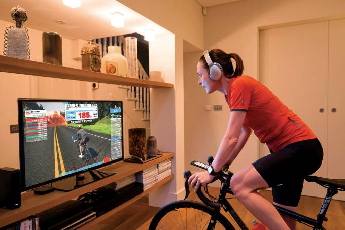 Pedal strokes on your turbo trainer power your in-game avatar's pedals© ZWIFT