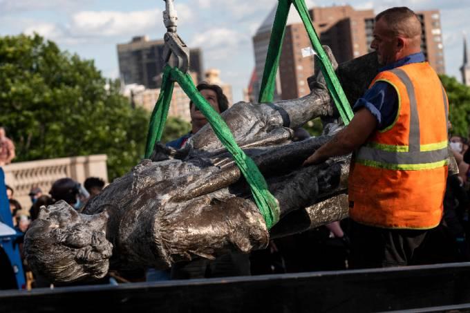 Estátua de Cristóvão Colombo derrubada em St. Paul, Minnesota