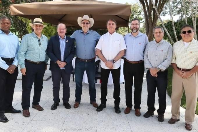 jair-bolsonaro-sem-partido-participa-das-comemoracoes-da-independencia-americana-com-o-embaixador-todd-chapman-1593882441506_v2_900x506
