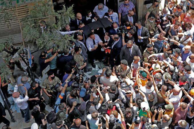 Presidente francês Emmanuel Macron visita Beirute, capital do Líbano, após explosão