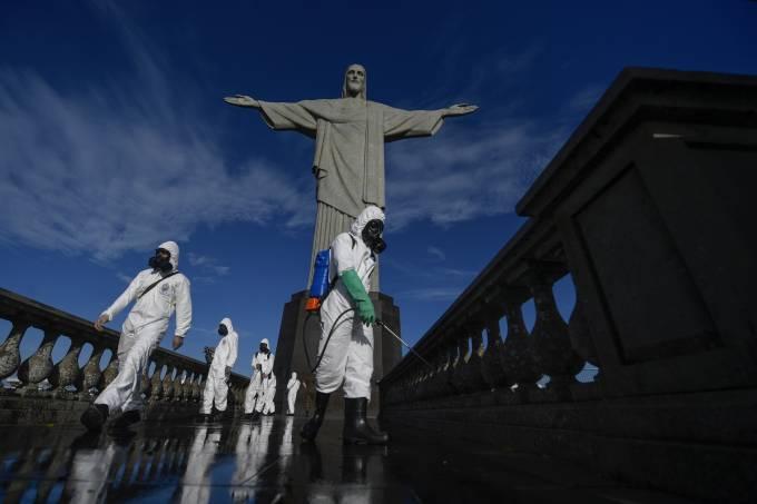 Cristo Redentor passa por processo de desinfecção antes da reabertura de pontos turísticos do Rio de Janeiro (13/08/2020)