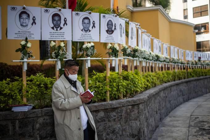 PERU-HEALTH-VIRUS-DOCTORS-TRIBUTE