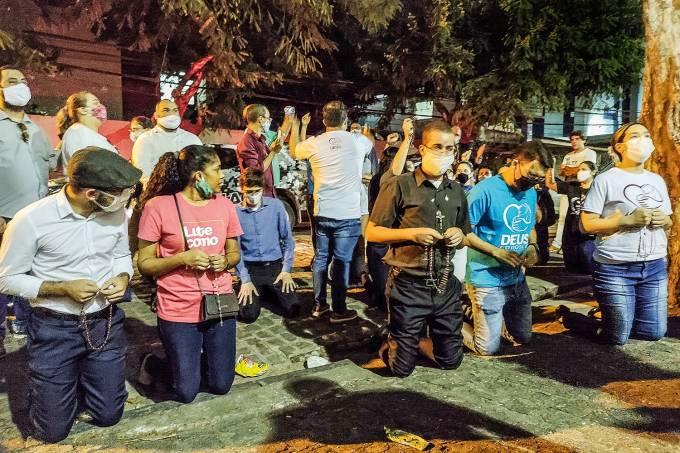 Manifestação em frente ao  Centro Integrado de Saúde Amaury de Medeiros (Cisam)