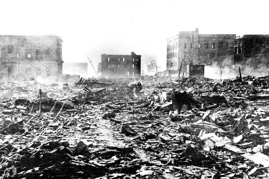 Casas e prédios destruídos são vistos após o bombardeio atômico de Hiroshima, nesta foto de 7 de agosto de 1945
