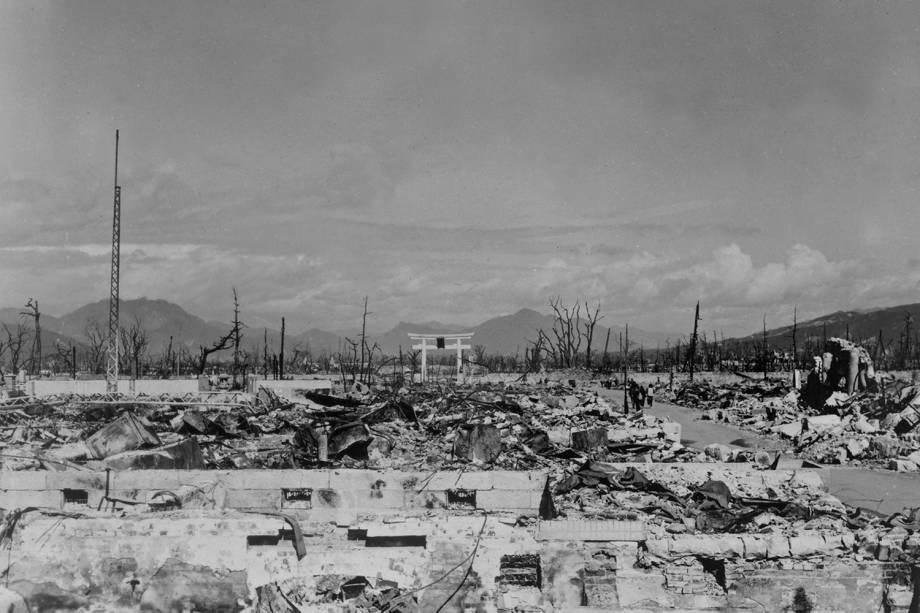 Devastação causada pela bomba atômica é vista em Nagasaki, Japão, em 17 de março de 1948