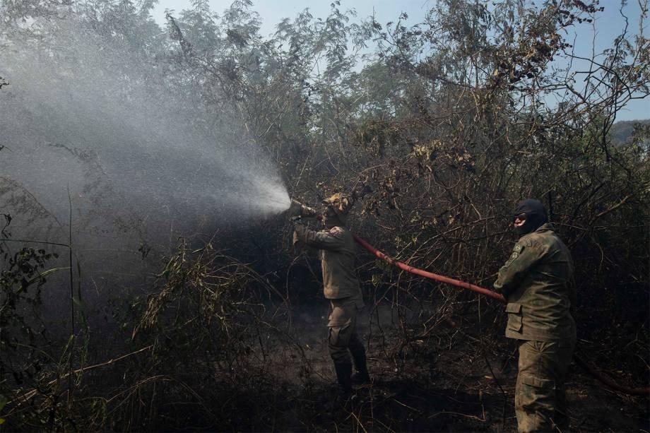 Mais de 2 milhões de litros já foram utilizados para conter o fogo
