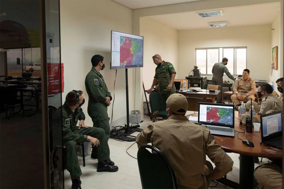 Sala de comando montada no aeródromo da reserva ambiental