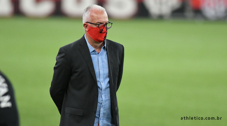 Covid-19: Técnico do Athletico testa positivo; doença atinge outros clubes