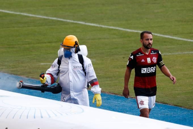 Flamengo, de Everton Ribeiro, perdeu para o Atlético-MG na estreia do Brasileirão
