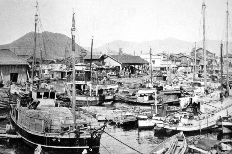 Porto de Ujina, este porto relativamente pequeno foi desenvolvido como o porto de Hiroshima e foi um dos principais depósitos de embarque do Exército Japonês durante a Segunda Guerra Mundial