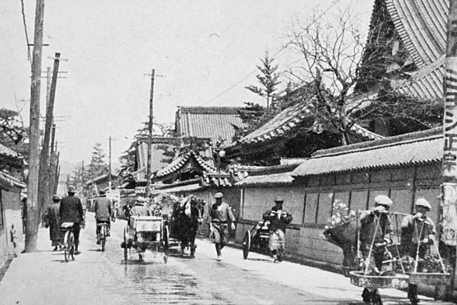 Olhando para o nordeste ao longo de Tera-machi, a Rua dos Templos. Distrito que foi completamente arruinado