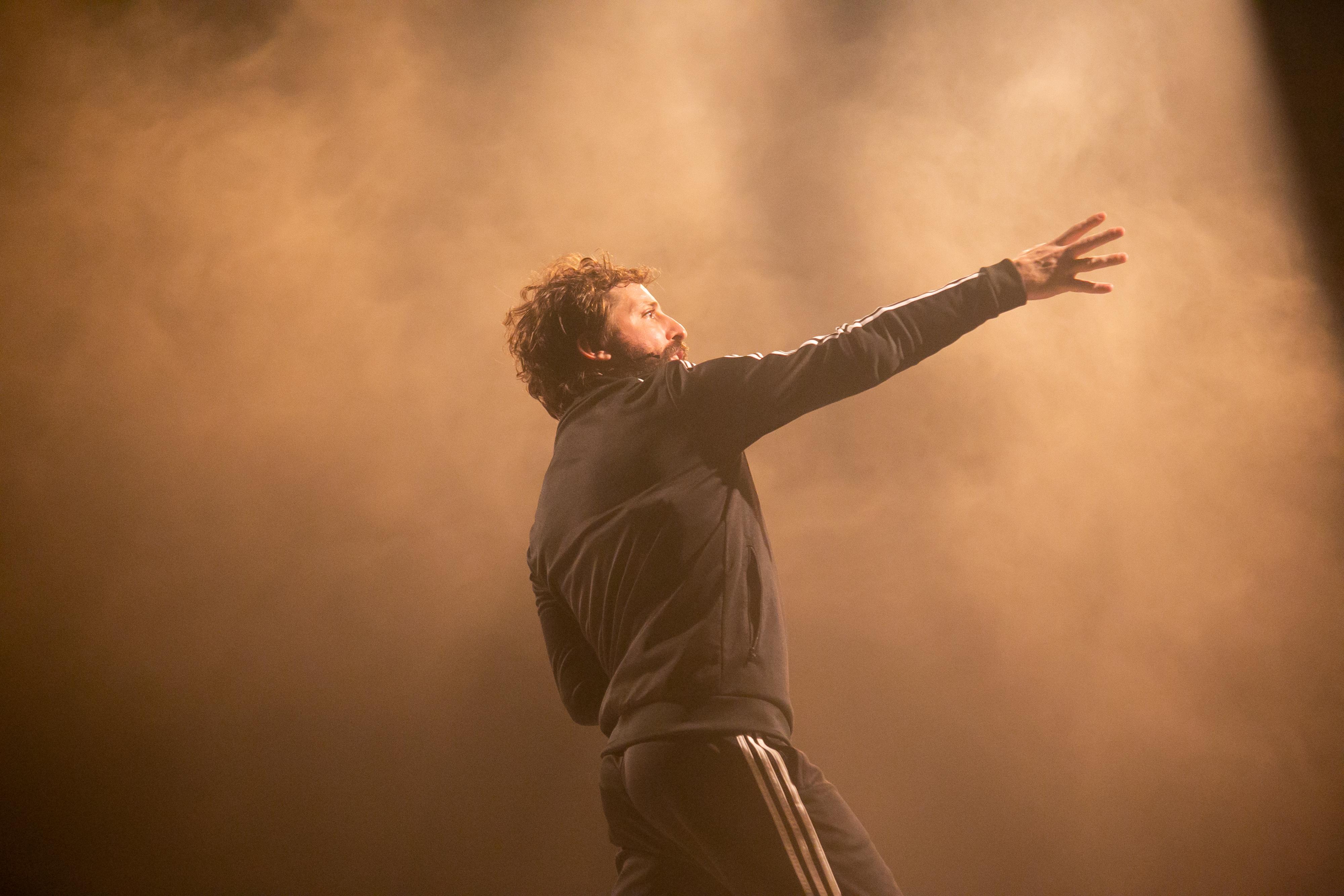 """Gregório Duvivier: """"Falta o público para que essa experiência seja teatro"""""""