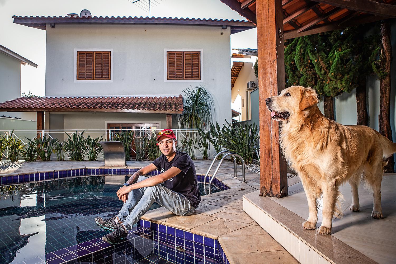 ASCENSÃO SOCIAL - Murilo Duarte: nascido em uma favela, aprendeu a investir em ações e virou estrela na internet -