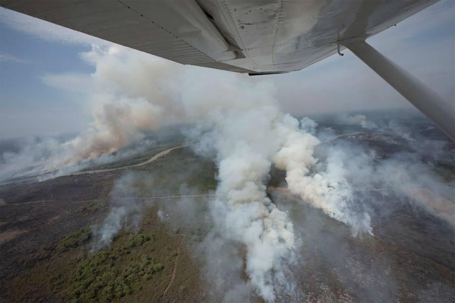 Colunas de fumaça sobem do bioma que é considerado o paraíso das águas