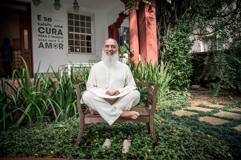 O retorno, sem alarde, do guru Prem Baba