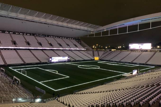 Arena Corinthians foi coberta de LED para anunciar naming rights