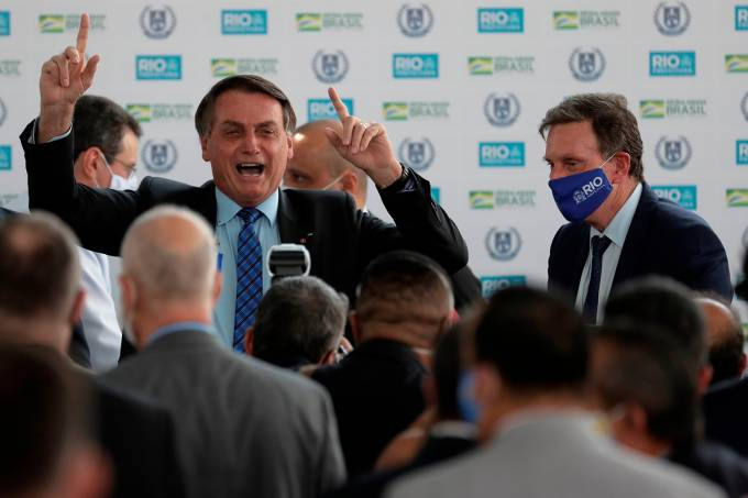 Bolsonaro attends opening of military and civil school