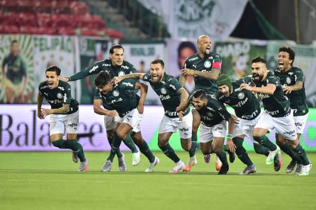 Jogadores do Palmeiras no momento da confirmação do título