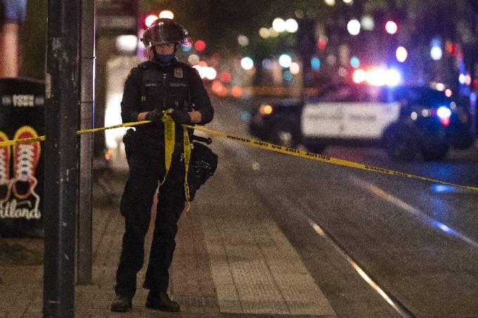 Polícia de Portland isola cena do crime
