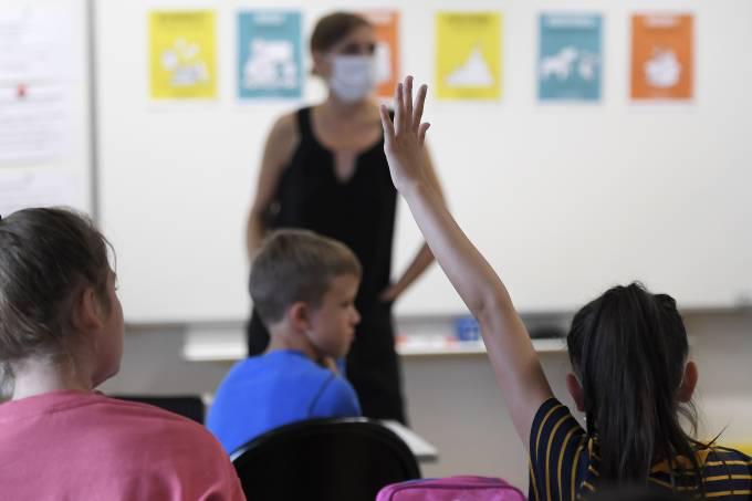 FRANCE-EDUCATION-HEALTH-VIRUS