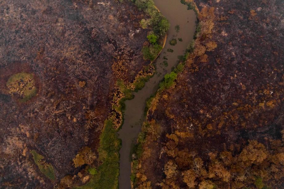 POCONÉ O horizonte nas cercanias do município do Mato Grosso mostra a dimensão das queimadas – mais de 12% da região queima