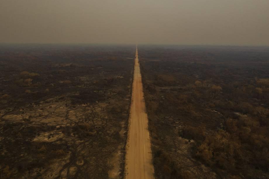 POCONÉ A rodovia Transpantaneira atravessa a paisagem queimada nos arredores de Porto Jofre, no Mato Grosso