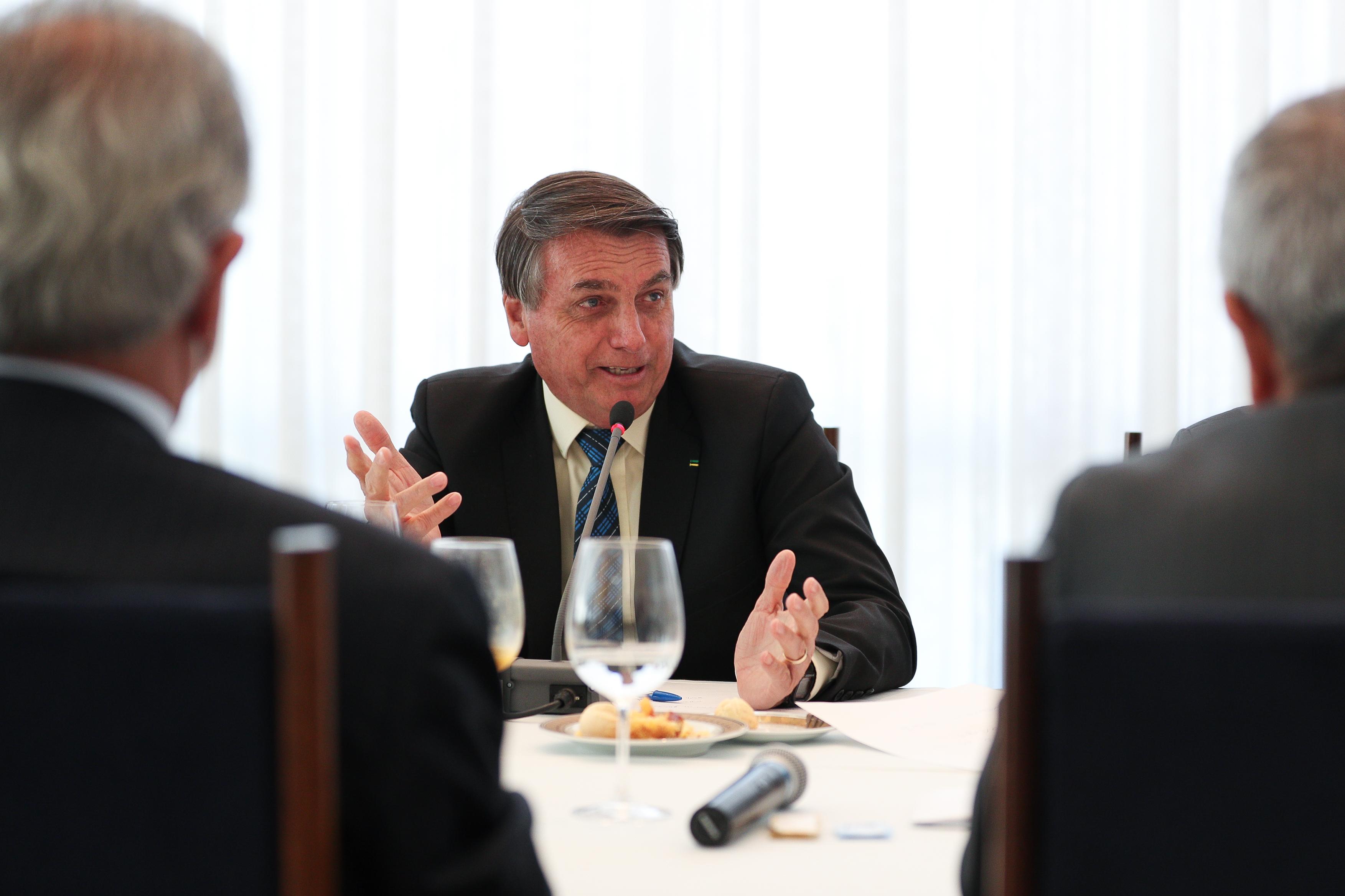 Bolsonaro ensaia uma nova volta para o futuro