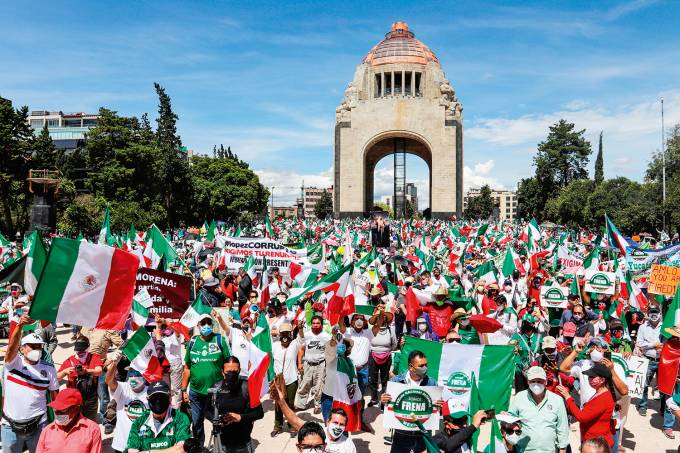 Protesta para pedir renuncia del presidente López Obrador