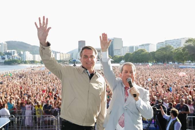 O presidente Jair Bolsonaro participa do Encontro de Adoração a Deus, na Enseada de Botafogo