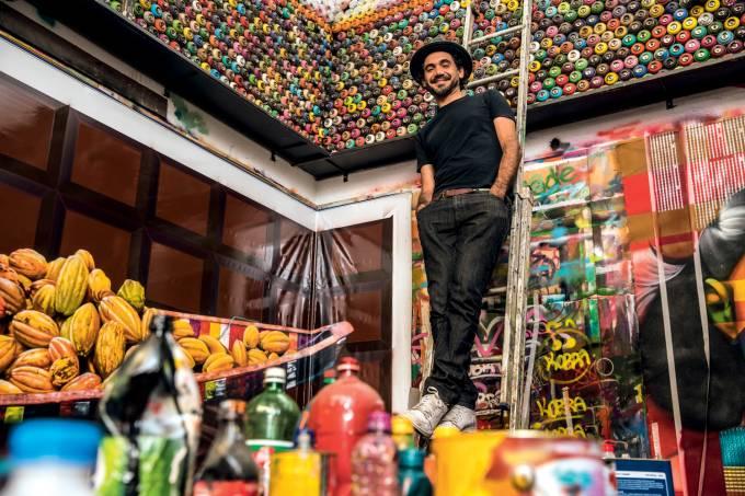 O grafiteiro Eduardo Kobra