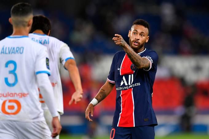 """Neymar acusou o zagueiro Álvaro de tê-lo chamado de """"macaco filho da p…"""""""