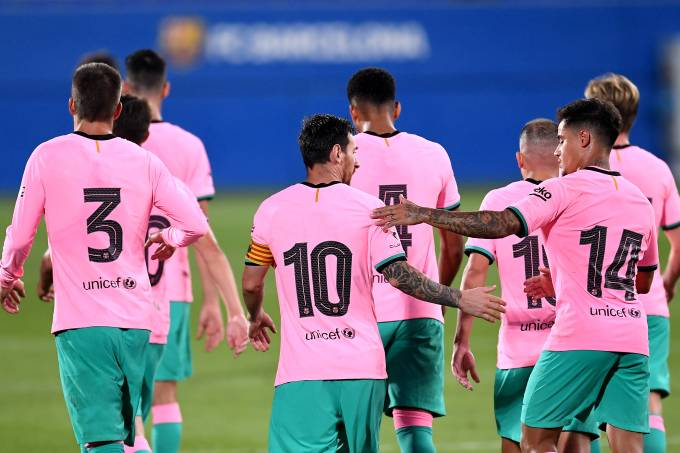 Barcelona estreou seu novo uniforme rosa diante do Girona