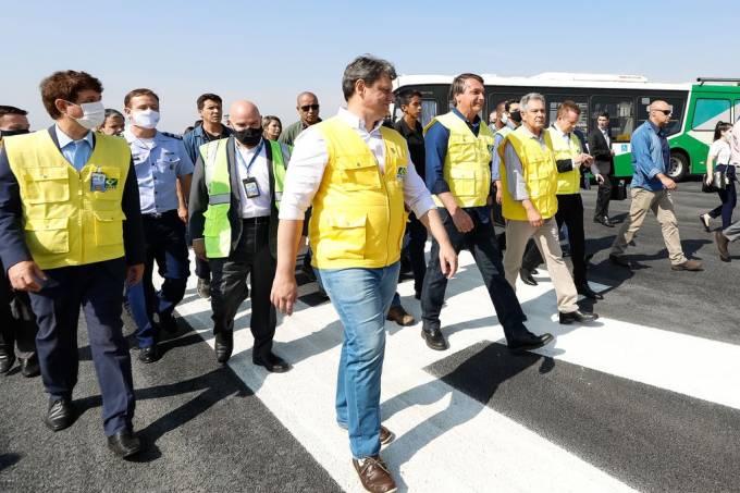 o_presidente_da_republica_jair_bolsonaro_visita_as_obras_de_recuperacao_da_pista_principal_do_aeroporto_de_congonhas20200905_0522_0