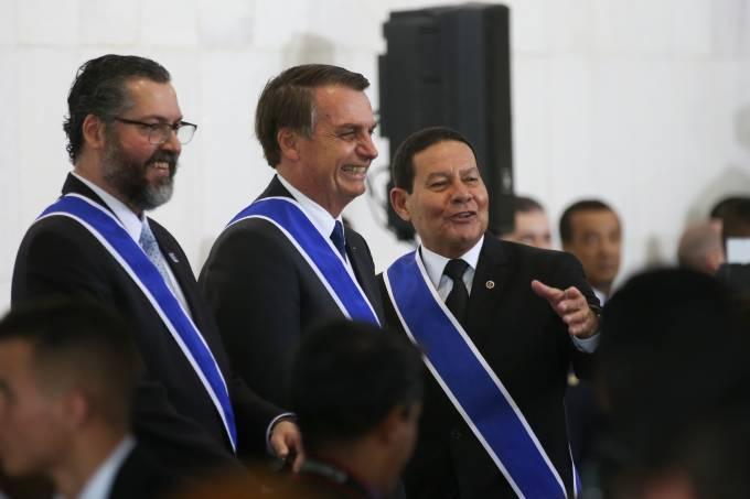 Bolsonaro participa da entrega da medalha da Ordem de Rio Branco