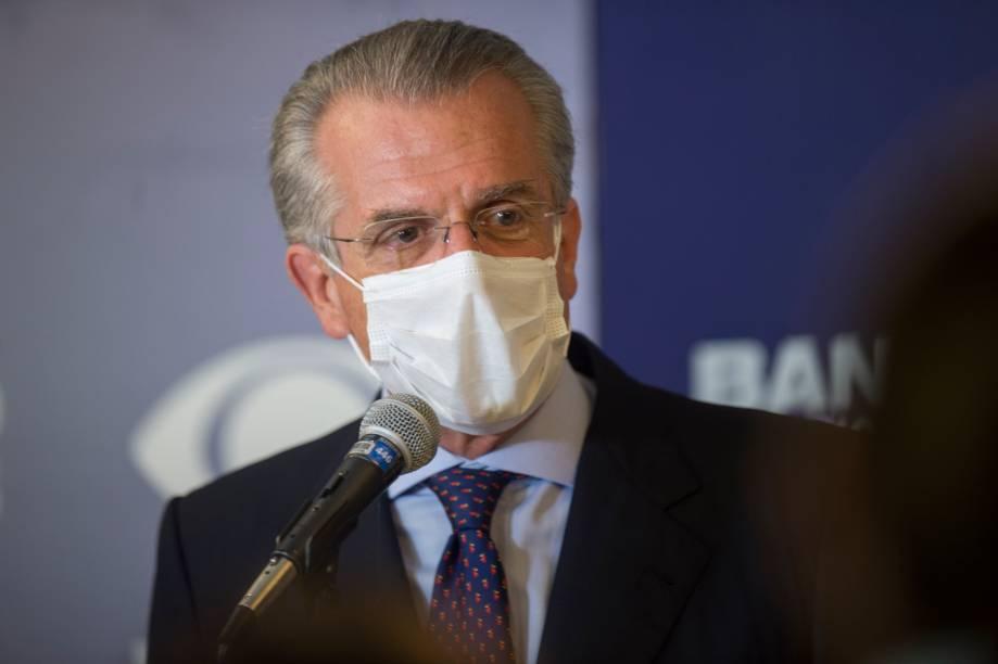 Andrea Matarazzo (PSD) durante sua chegada ao primeiro debate eleitoral para a prefeitura de São Paulo -
