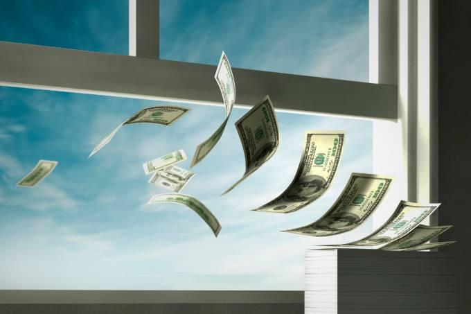 Dólares voando
