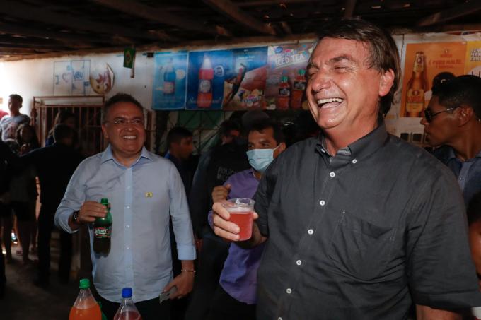 Jair Bolsonaro toma Guaraná Jesus no Maranhão