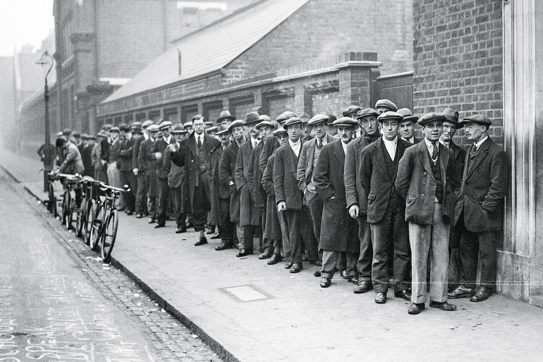 1929 - Na fila do emprego: nos EUA, a Grande Depressão levou a inovações como o salário mínimo -