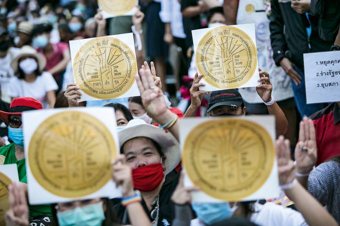 Thai Protesters March Call For Democratic Reform