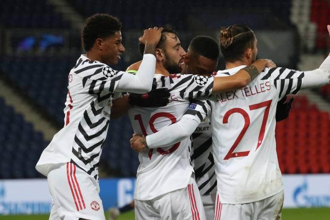 Português Bruno Fernandes marcou o primeiro gol do United diante do PSG