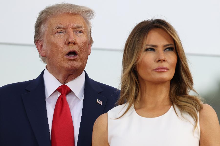 Trump 'evolui bem', mas não está fora de perigo, afirma médico | VEJA