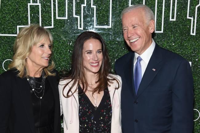 Jill (esq.), Ashley (centro) e Joe Biden - 07/02/2017