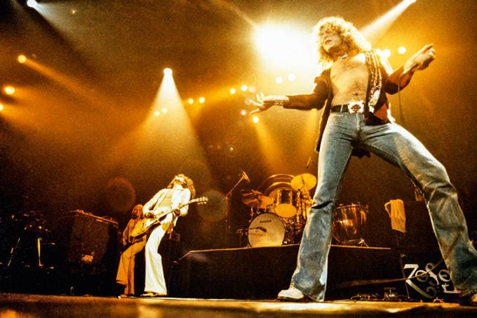 Photo of LED ZEPPELIN and John Paul JONES and Jimmy PAGE and Robert PLANT