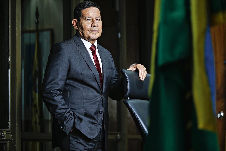Mourão e outros governistas que já acenaram à Coronavac | VEJA