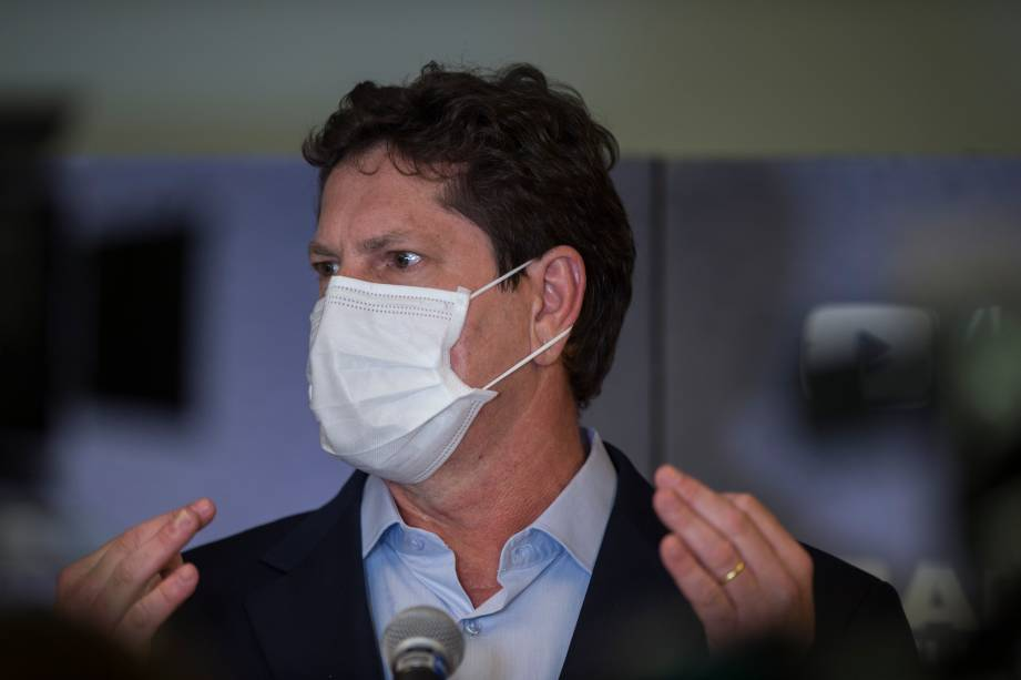 Jilmar Tatto (PT) durante sua chegada ao primeiro debate eleitoral para a prefeitura de São Paulo -